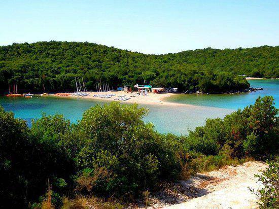 bella-vraka-beach