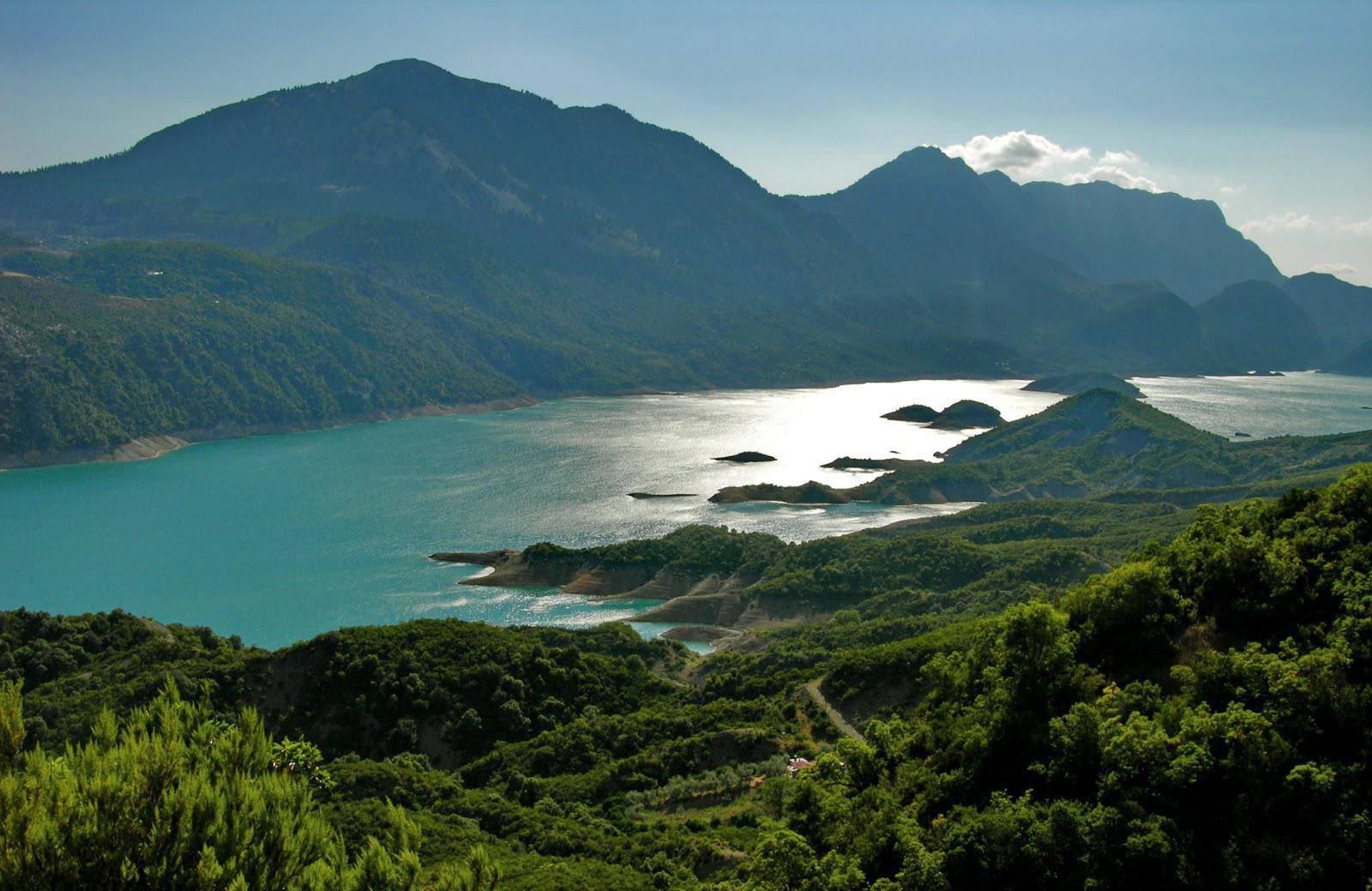 Η Λίμνη Κρεμαστών,η καθαρότερη τεχνητή λίμνη της Ευρώπης!